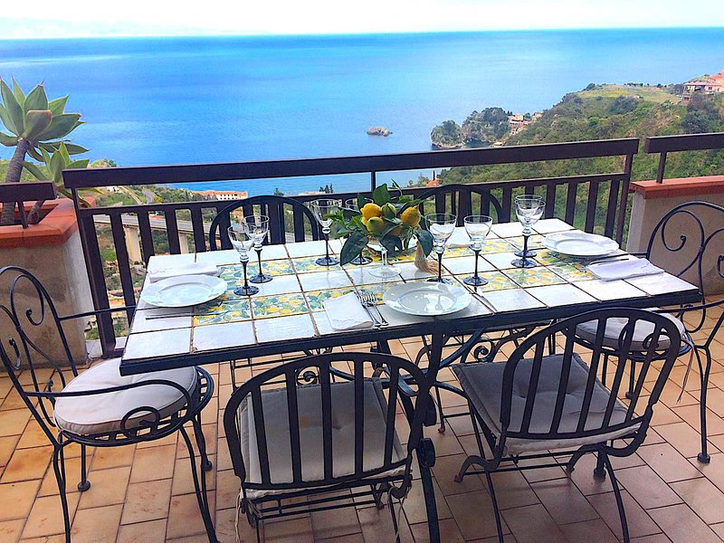 IKEBANA HOUSE with sea view terrace & free parking, holiday rental in Spisone