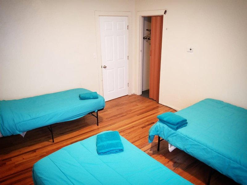 1 Private Bedroom 4 Guest Close to Fenway Park & Downtown Boston, holiday rental in Boston