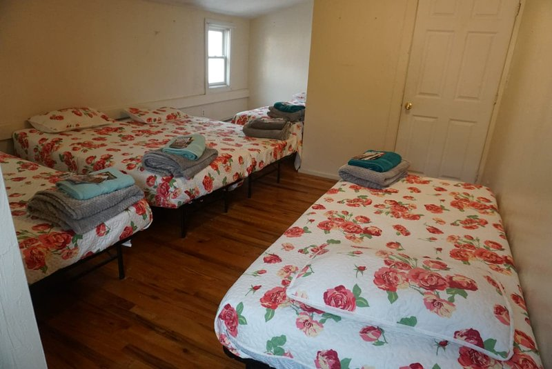 1 Private Bedroom 5 Guest Close to Fenway Park & Downtown Boston, alquiler de vacaciones en Boston
