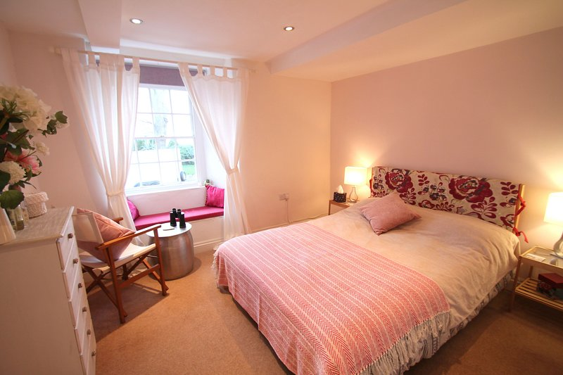 Carolina Cottage, Minehead - Just a few steps from the beach at Minehead, sleeps, holiday rental in Wootton Courtenay