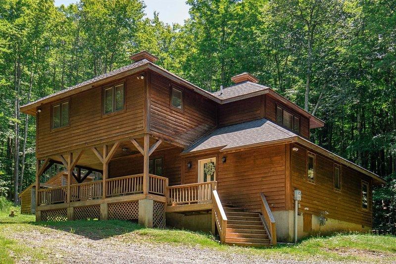 Cedar Dome - 698 Sand Run Road  Cedar Dome - Private 6 Acre Lot w/ Stream, Hot T, aluguéis de temporada em Vale do Canaã
