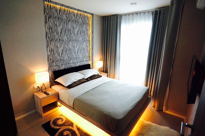 Luxury Apartment near Downtown Sathon Bangkok, holiday rental in Phra Pradaeng