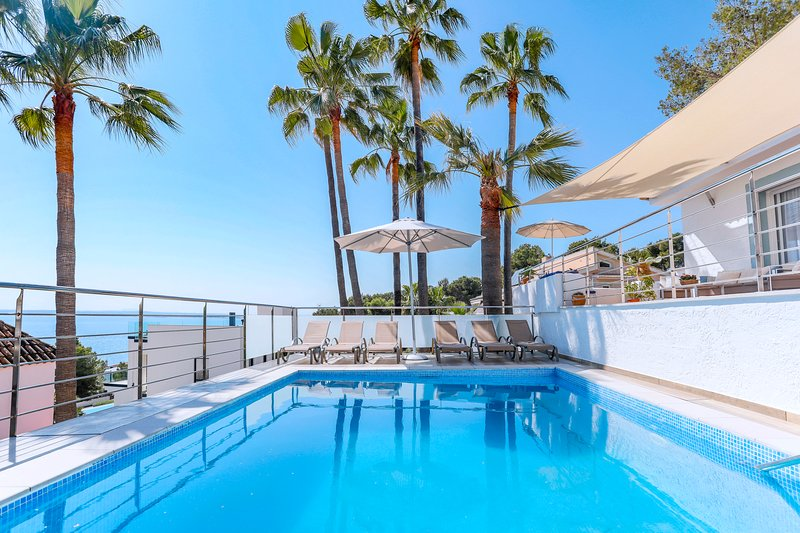 Stylish villa with pool and sea view in Alcudia, vacation rental in Alcudia