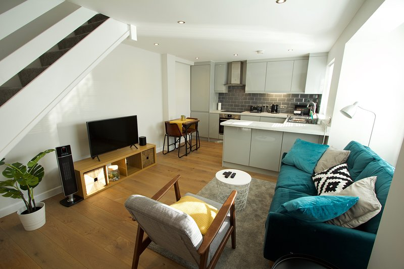 2 Bed apartment Bishops Stortford (near Stansted Airport), aluguéis de temporada em Chipping