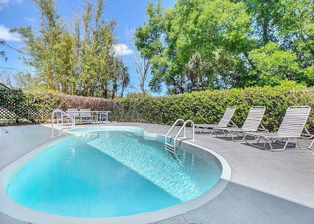 Tarpon Springs Getaway w/ Private Pool & Garage - Minutes to Beach!, vacation rental in Tarpon Springs
