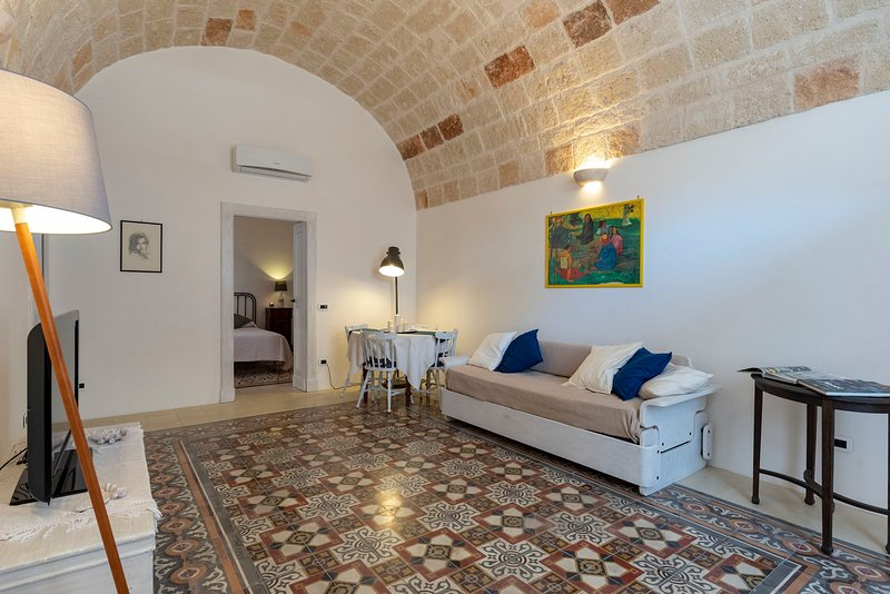 Charming Historic Apartment in Puglia, holiday rental in Monopoli