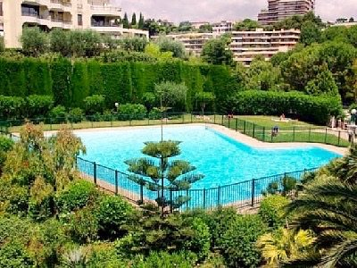 Large swimming pool regulated and supervised in summer