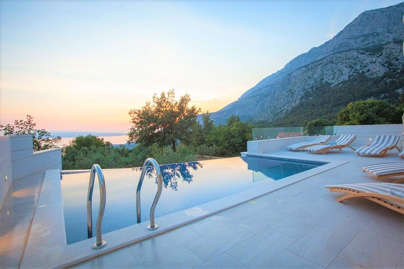 Villa Nature Beauty with Heated Pool, aluguéis de temporada em Tucepi