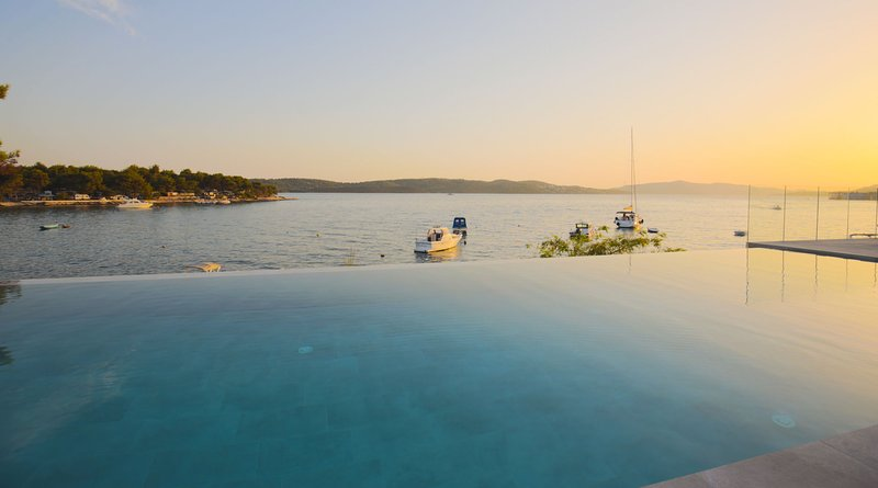 Beachfront Villa Deep Blue with Pool I, location de vacances à Trogir