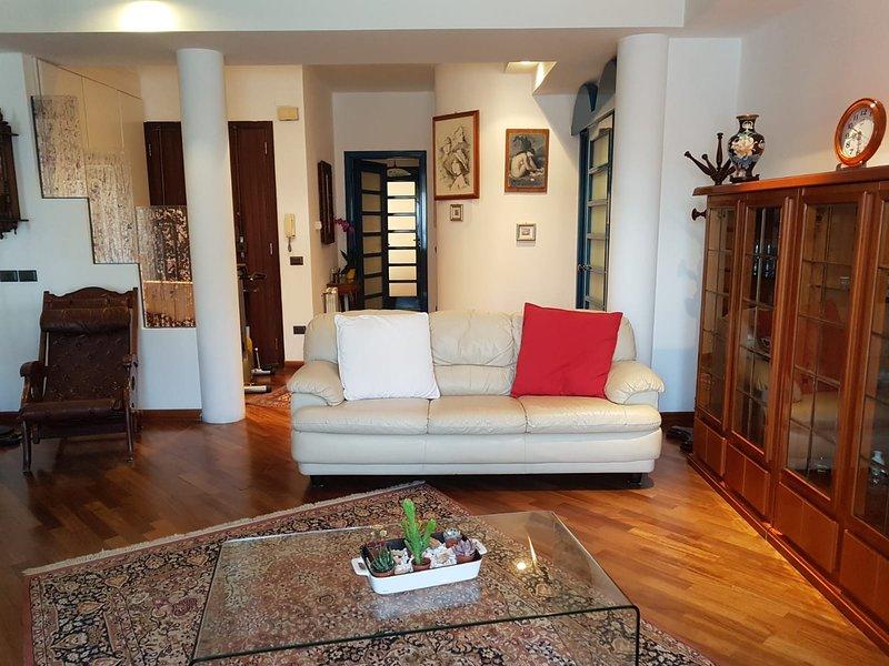 DELIZIOSO APPARTAMENTO 'TIZIANO' NEL CUORE DELLA CITTA', location de vacances à Pirri