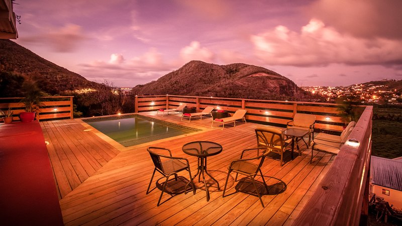 Flamboyant Villa in 'Simply Beautiful St. Lucia', location de vacances à Gros Islet