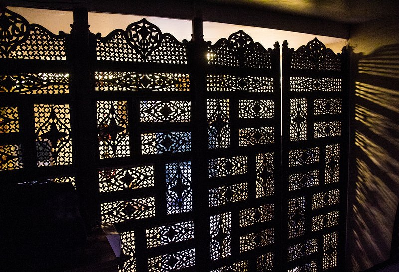 A beautiful Kashmiri latticework partition seperating the bed area with the living space.