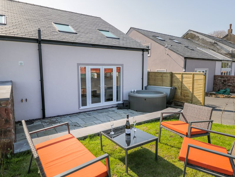 CONEY GARTH COTTAGE, open-plan, WiFi, in Beckermet, alquiler vacacional en St. Bees