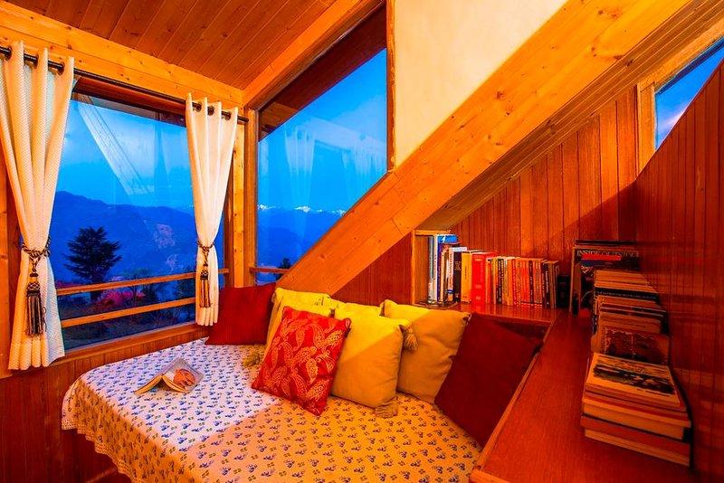 ZostelX Kotgarh - Luxury Room, vacation rental in Fagu