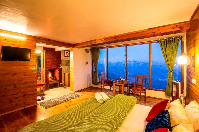 ZostelX Cheog - Luxury Cottage room | Fireplace |, vacation rental in Fagu