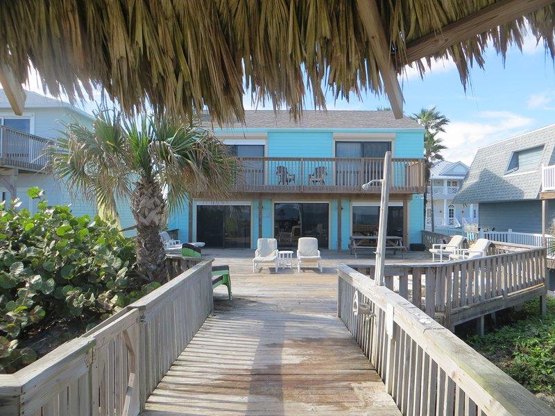 Ocean Front Home on 'No Drive Beach', alquiler de vacaciones en Oak Hill