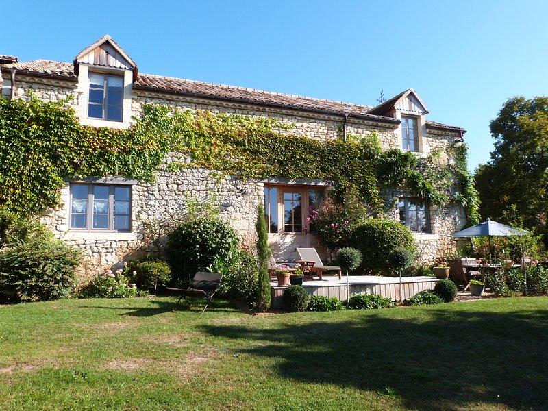 Gite de charme, La Librairie *****, vacation rental in Saint-Martin-des-Combes