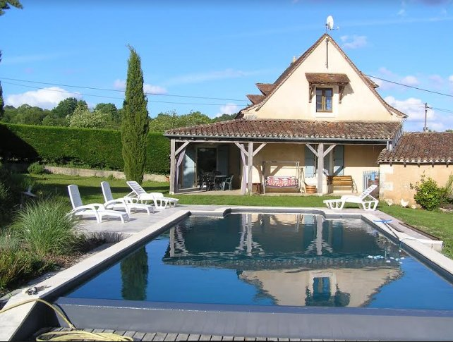 Spacious villa with swimming-pool, holiday rental in Douzillac