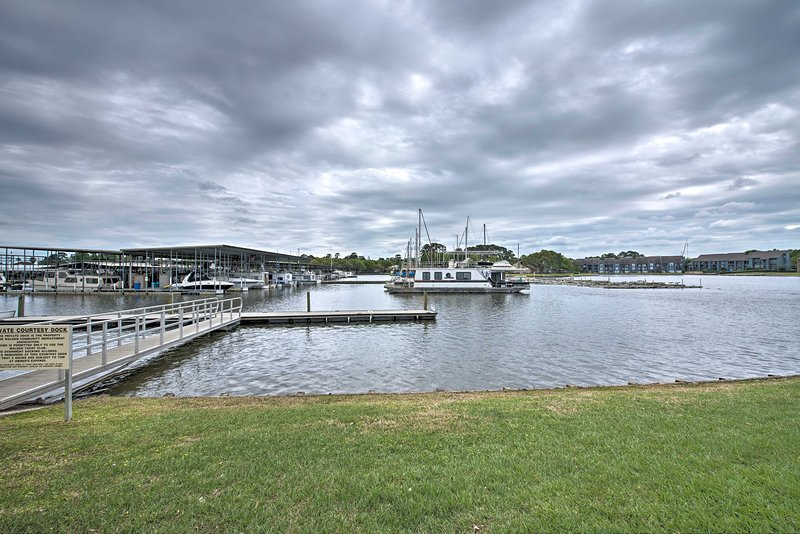 New Lake Conroe Waterfront Condo W Pools Docks Updated
