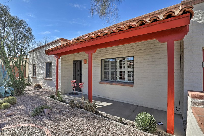 Bright Tucson Home w/ Patio By Rillito River Path!, holiday rental in Catalina Foothills