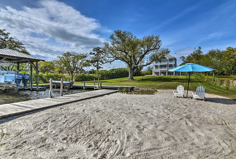 Secluded Waterfront Getaway with Pool & Boat Dock, holiday rental in Pass Christian