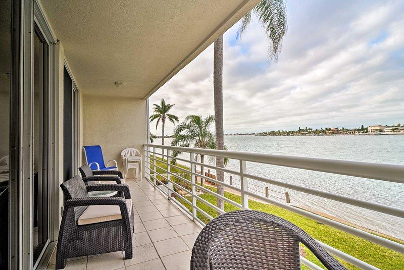 St Petersburg Home w/Pool Access, Oceanfront Views, holiday rental in Tierra Verde