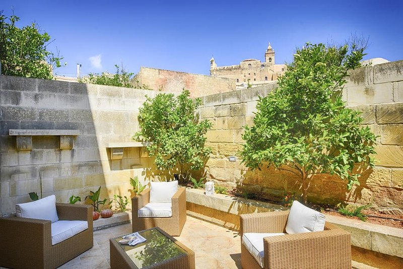 Casa Gemelli Boutique Guest House Double Room with Citadel View 2, holiday rental in Victoria