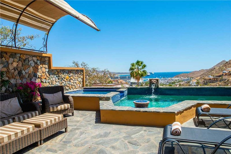 Classy Pedregal Villa with Ocean Views: Villa Haydee, 4 BR!, location de vacances à Cabo San Lucas