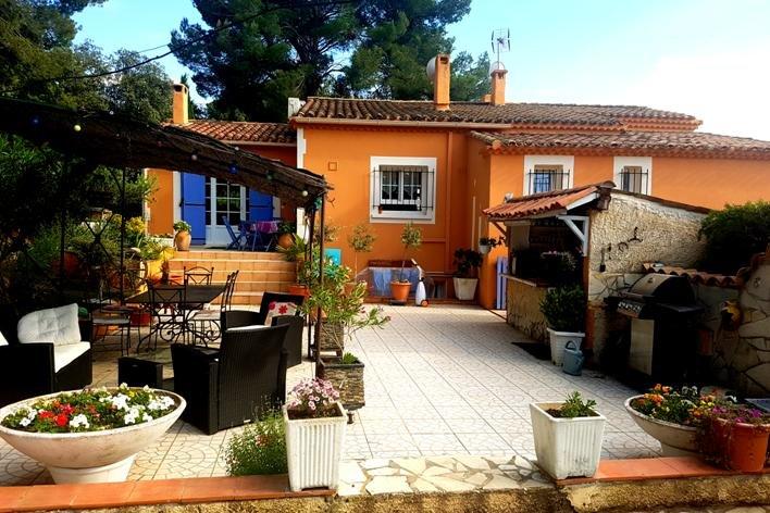 La Villa Poupée 'piscine couverte et chauffée'  Luberon Provence, aluguéis de temporada em Saint-Martin-de-la-Brasque