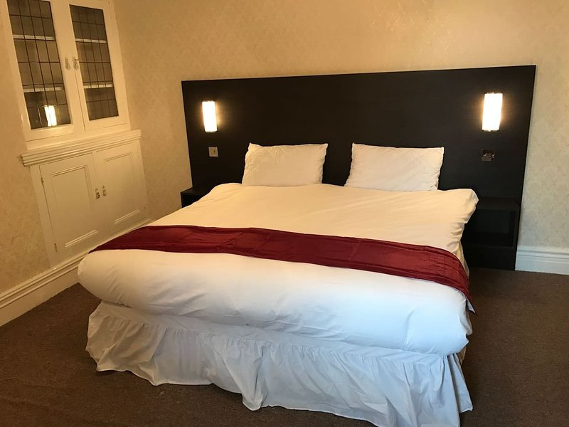 AMAZING ALL ENSUITE 5 BEDROOM HOUSE SLEEPS 10, location de vacances à Washington