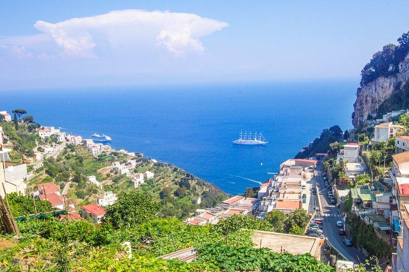 Casa Ambrosia Amalfi, stunning sea view, wifi, AC, close to the Amalfi centre., vacation rental in Pogerola