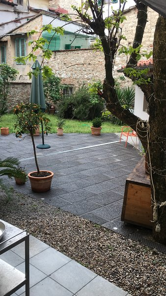 Giardino del Serraglio, nel centro storico di Prato, a pochi minuti da Firenze, aluguéis de temporada em Vaiano