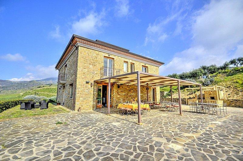 Case del Conte Villa Sleeps 12 with Air Con and WiFi - 5784782, vacation rental in Montecorice