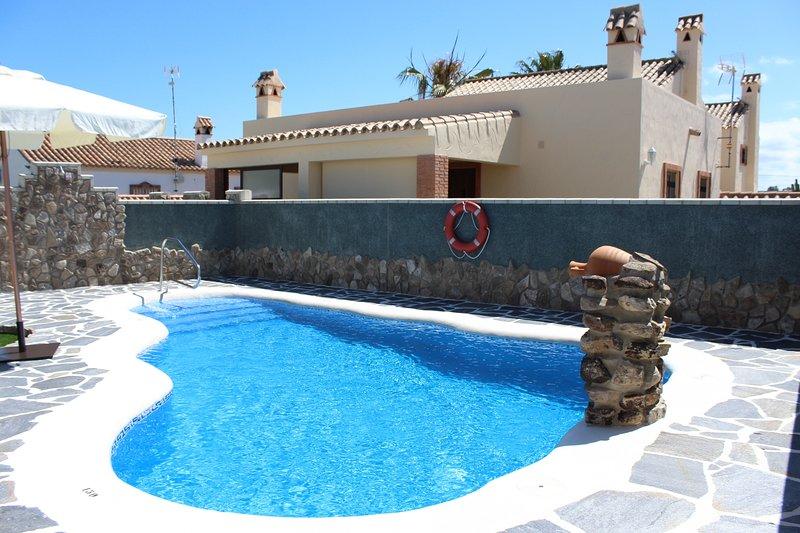 Bungalow con Wifi y piscina compartida, location de vacances à Zahora