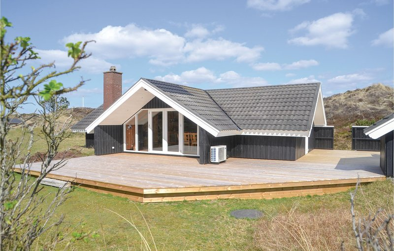 Awesome home in Oksbøl w/ Sauna, 3 Bedrooms and WiFi (A3158), holiday rental in Vejers Strand