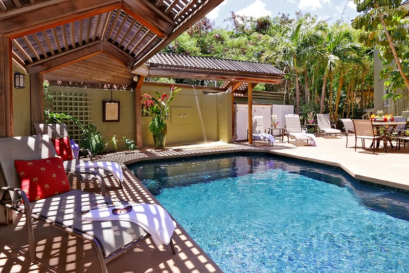 Ohana Hale 2 bed/2bath w/ Pool & Hot Tub- Steps To Beach, vacation rental in Kihei