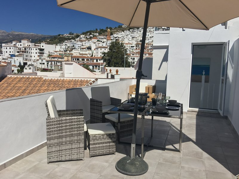 1 bed house tucked away yet still in the heart of the village with roof terrace, holiday rental in Competa