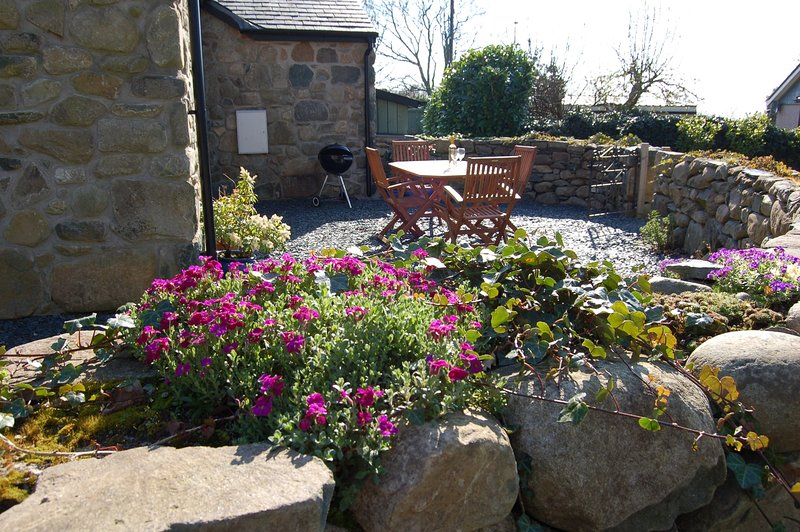 ANNEDDLE TALYBONT BARN COTTAGE, holiday rental in Barmouth