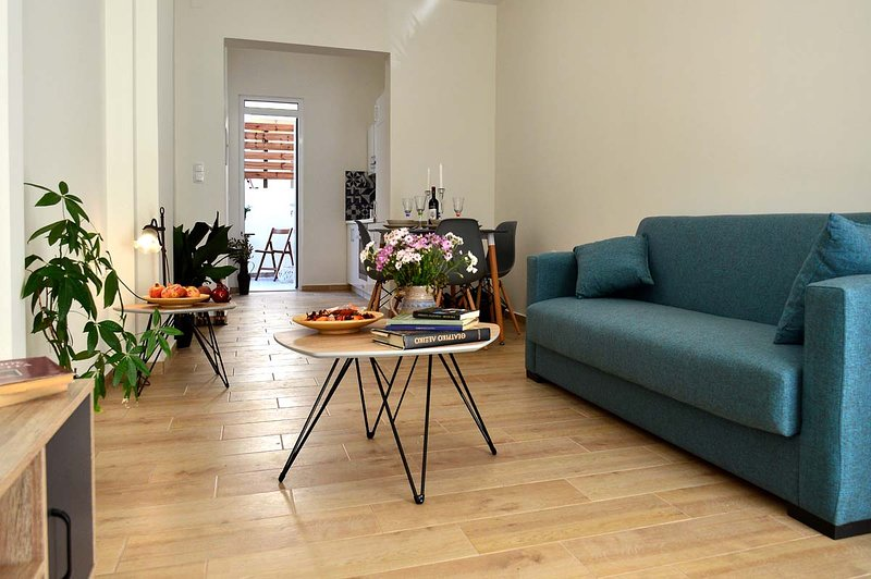 Juliet 1Bd Cozy and Tasteful Apartment, vacation rental in Souda