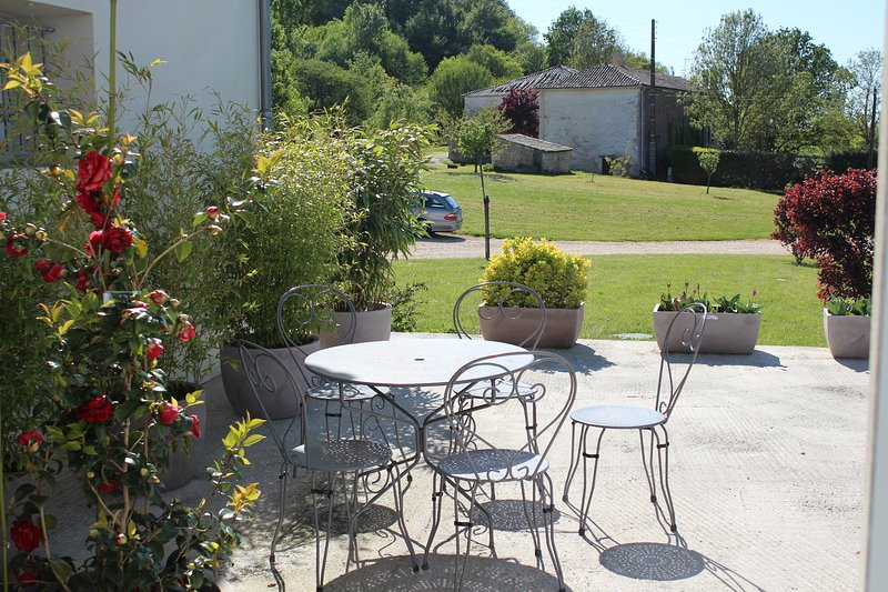 Spacious house with garden & Wifi, Ferienwohnung in Soubran