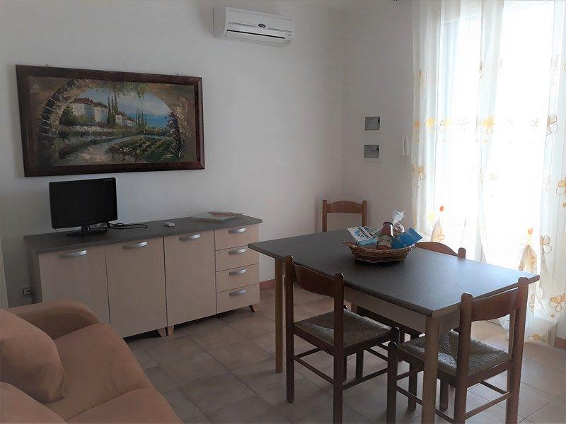 Bilocale su 2 piani accessoriato sul mare, vacation rental in Torre San Giovanni