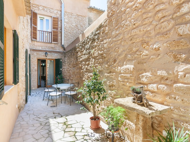 Ca Na Polida - Fine townhouse with terrace in Alcúdia, holiday rental in Alcudia