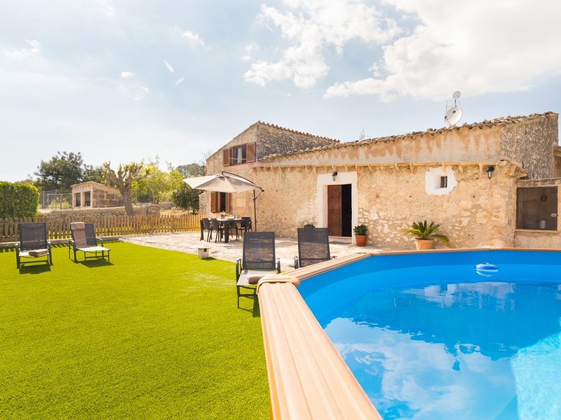Can Guapo - Beautiful villa with pool in Llubí, holiday rental in Maria de la Salut