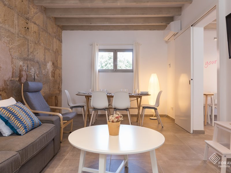 Can Fronto - Beautiful townhouse with pool in Sineu, vacation rental in Sineu
