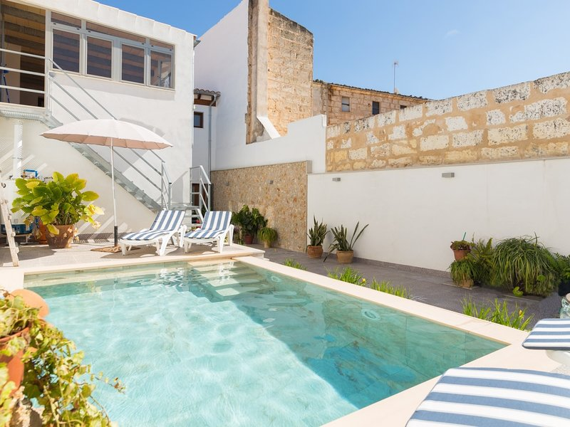 Can Peret . Beautiful townhouse with pool in the interior of Mallorca, holiday rental in Sa Pobla