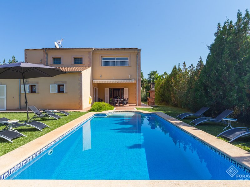 Can Ximo - Beautiful villa with pool and garden in Crestatx, vacation rental in Sa Pobla