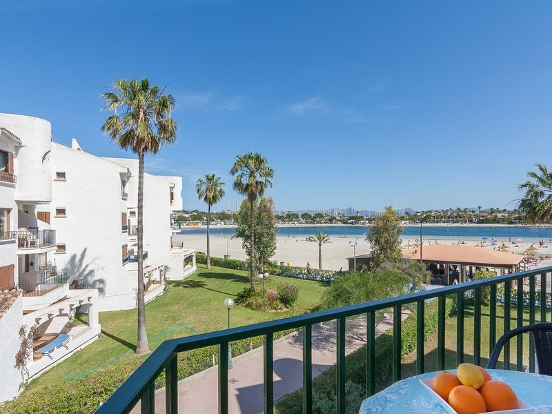 Carabela - Sea View apartment in Port d'Alcudia for 4 people, holiday rental in Alcudia