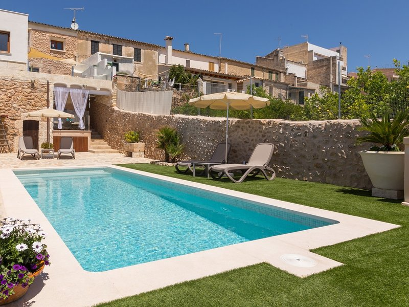Casa del Sol - Beautiful town house with pool and views of the countryside, vacation rental in Buger