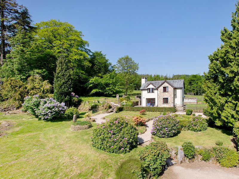 YELFORDS COTTAGE, detached Dartmoor cottage with outstanding views. Chagford 2, holiday rental in North Bovey