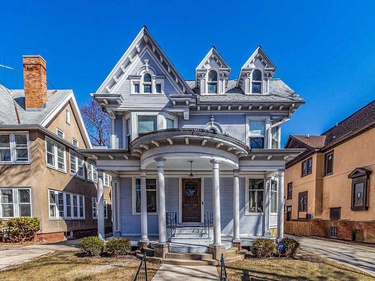 Spectacular Victorian Mansion Sleeps 20 in Beds!!, alquiler de vacaciones en Cedarburg